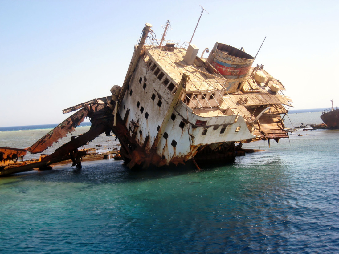 Sinking Ship Images & Pictures - Becuo Sinking Ship Image